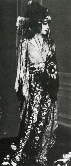 Luisa Casati with crystal ball wearing a Poiret dress, photographer unknown, ca. 1913.