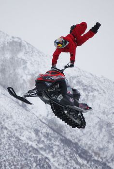 Snowmobile Skipping | Freestyle Snowmobiling