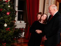 """This afternoon, the Royal Family was gathered by the Christmas tree in """"Røde salong"""" for Christmas photographs. Photo Today, Crown Princess Mary, Christmas Pictures, Family Life, Photo Sessions, Norway, Royalty, Photographs, Christmas Tree"""