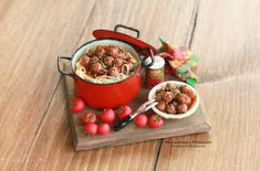 Miniature Dollhouse Spaghetti With Meatballs by Minicler on Etsy Miniature Kitchen, Miniature Crafts, Miniature Food, Barbie Food, Doll Food, Tiny Food, Fake Food, Polymer Clay Miniatures, Dollhouse Miniatures