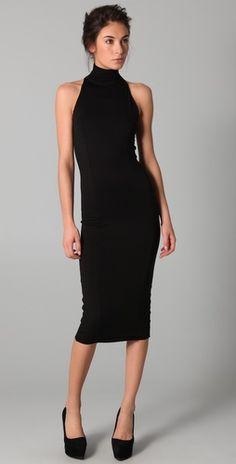 Don't love turtlenecks, but this looks chic and sexy Fashion Mode, Look Fashion, Fashion Fall, Curvy Fashion, Fashion Outfits, Look Gamine, Lil Black Dress, Knee Length Black Dress, Black Dress Outfits