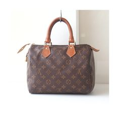 Louis Vuitton Speedy 25, Louis Vuitton Monogram, Louis Vuitton bags, Louis Vuitton Purse, brown bags, designer handbags, totes, Authentic by hfvin on Etsy  #louisvuitton #lvbag #speedy25 #monogram #brown #authentic #vintage #hfvin