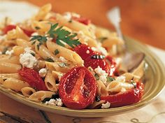 Romantic Italian Date Night Dinner  Take a mini-vacation at home with a dinner reminiscent of an Italian trattoria. Roasted Tomato Pasta, Roasted Tomatoes, Roasted Garlic, Garlic Pasta, Great Recipes, Favorite Recipes, Yummy Recipes, Diabetic Recipes, Recipe Ideas
