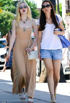 elle fanning back to school mom | Back to school! Elle Fanning is just an ordinary teen as she spends ...