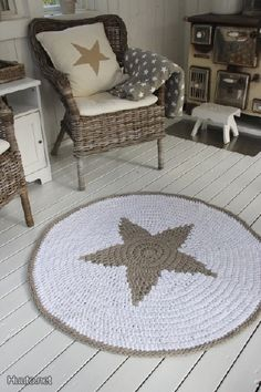 Crochet Star Rug Inspiration ❥ 4U // hf  (maybe w/out the star, or another design, for outdoor use)