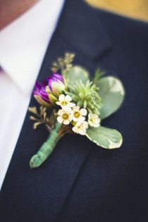 Tiny flowers look best...doesn't overwhelm the lapel