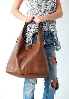 f94fefef3d Τσάντα Double Oversized Brown Μεγάλη τσάντα από καφέ δερματίνη με κοντό και  αποσπώμενο μακρύ χερούλι ώμου