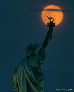 Gorgeous shot of a nearly full moon rising behind the Statue of Liberty. : @maximusupinNYc