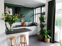 Binnenkijken bij Cynthia • Cynthia Small Apartment Interior, Apartment Design, Kitchen Interior, Küchen Design, House Design, Interior Design Inspiration, Home Kitchens, Home Furniture, Sweet Home