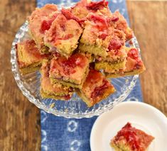 Keto peanut butter jelly bars make the ultimate keto-friendly snack. The salty rich flavor of peanut butter combines beautifully with the homemade strawberry jelly for one fantastic keto treat. Without a doubt, these low carb PB&J bars will be a hit with the entire family. These bars are a delicious […] The post Keto Peanut Butter Jelly Bars appeared first on Fittoserve Group.