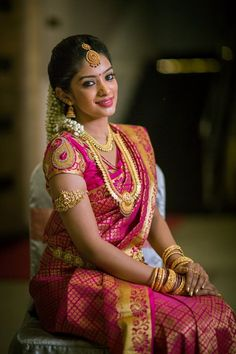 This post featuring picture of amazing South Indian Brides. Checkout South Indian Bridal Fashion as we bring you ideas & inspiration on South Indian Bridal Sarees, Blouse, Hair Style South Indian Wedding Saree, Indian Bridal Sarees, Wedding Silk Saree, Indian Bridal Fashion, South Indian Weddings, Indian Bridal Makeup, Bridal Looks, Bridal Style, Indische Sarees