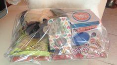 Puppiepakket met voederspeelbal, speeltje, handschoenborstel en lekkers.
