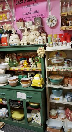 Booth JJ Retro kitchenalia Pyrex Cookie Jars S/ps Cookbooks and more at www.jazzejunque.com