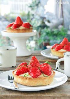 Tartaletas con crema de limón y fresas   L'Exquisit