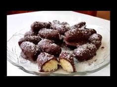 coconuts with chocolate! Candy Recipes, Dessert Recipes, Greece Food, Greek Cooking, Delicious Chocolate, Greek Recipes, Easy Desserts, Truffles, Cake Pops