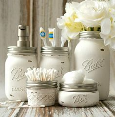Mason Jar Bathroom Storage & Accessories Painted and distressed mason jars for use to hold bathroom accessories. Great for shabby chic and rustic decor. Baños Shabby Chic, Shabby Chic Kitchen, Kitchen Decor, Shabby Chic Bathrooms, Rustic Kitchen, Kitchen Ideas, Pot Mason Diy, Mason Jar Crafts, Paint Mason Jars