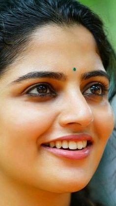 Beautiful Women Over 40, Beautiful Girl Indian, Most Beautiful Indian Actress, Beautiful Heroine, Women Friendship, Indian Natural Beauty, Dating Girls, Beautiful Bollywood Actress, Cute Faces