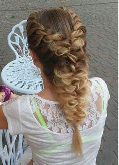 hermoso peinado trenzado de pelo largo