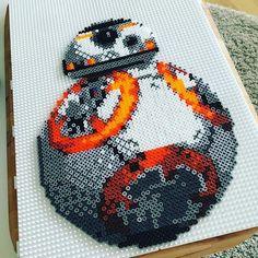 Star Wars VII perler beads by stine_pilehoj Hama Beads Design, Hama Beads Patterns, Beading Patterns, Pearler Beads, Fuse Beads, Perle Hama Star Wars, Geek Perler, Star Wars Bb8, Modele Pixel Art