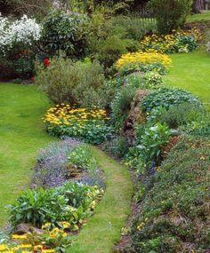 Jardin en pente : scène de rocaille utile et décorative
