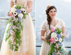 Großer Boho Brautstrauß in hängender Form in den Pantone Farben 2016 Blumendeko von www.das-bluehende-atelier.de Das blühende Atelier Maria Irlbeck