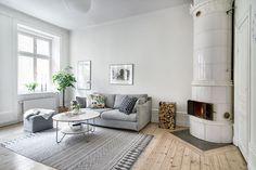 Vardagsrum med kakelugn. Upplandsgatan 67,1 tr ög med hiss - Bjurfors