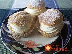 Milujete veterníky? Čo by ste povedali na jednoduchšiu verziu z formy na muffiny? Vyzerajú úžasne a chutia ešte lepšie. Potrebujeme: 200 g hladkej múky 70 g pšeničnej krupice 90 g kr. cukru 2 lyžičky prášku do pečiva 1 bal. vanilkového cukru 3 vajcia 125-150g rozopeného vychladnutého masla 4 lyžice mlieka Náplň: 1 bal. smotanového pudingu...