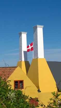 Dannebrog. Røgeri. Gudhjem, Bornholm.