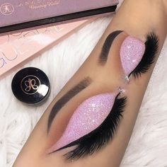 I 💋 makeup 💄, the color pink 💗 and glamour 💎. Hand Makeup, Eyebrow Makeup, Eyeshadow Makeup, Makeup Art, Makeup Brushes, Beauty Makeup, Makeup Goals, Makeup Inspo, Makeup Inspiration