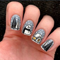 """Bianka I Nailart & Swatches en Instagram: """"Hello! 🖤 I did this cute winter mani. ❄️🌲🐻 I used mostly grey, black and white colors, I loved how these turned out! 🤗 I painted my nails…"""""""