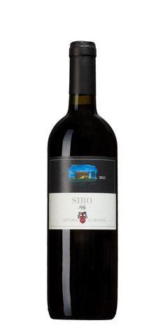 5/5 Siro Nr 2567 Fifty ,  2013 Italien,Toscana:Nyanserad, fruktig, kryddig smak med fatkaraktär, inslag av svarta vinbär, körsbär, salvia, choklad och kanel. Wow, helt underbar!!!!