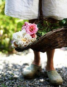 Pink Garden, Dream Garden, Country Life, Country Living, Southern Living, Grandmas Garden, Rose Cottage, Flower Farm, Nature