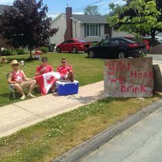 So this is happening in my town… Happy Canada day, everyone! Funny Texts To Send, Funny Jokes For Kids, Funny Jokes To Tell, Wtf Funny, Funny Shit, Funny Memes, Hilarious, Happy Birthday Animals, Canada Country