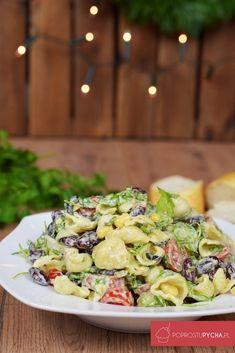 Szukasz pomysłu na sylwestrową przekąskę? Polecam makaronową sałatkę z kiełbasą, fasolą, rukolą, kukurydzą. Wykonałam ją z delikatnym sosem czosnkowym. Sprouts, Salad Recipes, Potato Salad, Salads, Potatoes, Vegetables, Cooking, Ethnic Recipes, Food