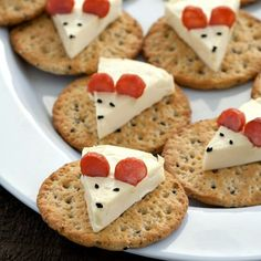 Cheese Mouse on a Cracker - a fun and cute idea for your next party!