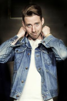 Ricky Wilson, the lead singer of the Kaiser Chiefs, will replace The Script's Danny O'Donoghue as a coach on The Voice next year. Julian Wilson, Ricky Wilson, Beautiful Boys, Beautiful People, Kaiser Chiefs, Danny O'donoghue, Jack Johnson, Denim Jacket Men, Pop Bands
