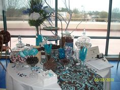 I like this idea for the table runner.