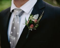 A gothic chic styled shoot with its lush, dense forest and breathtaking vistas on Roan Mountain in North Carolina Gold Wedding Favors, Wedding Groom, Chic Wedding, Wedding Blog, Rustic Wedding, Plan Your Wedding, Wedding Planning, Casual Wedding Attire, Gothic Chic