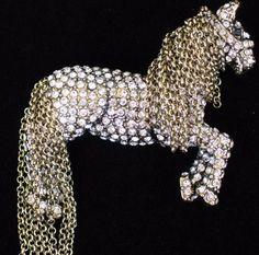 NEW HEIDI DAUS TALLY HO HORSE PONY PIN BROOCH JEWELRY MOVABLE MANE CHAIN   169 3D   f59e112442f85