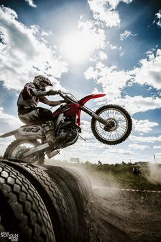 This is an amazing picture! Love to Live - Motocross. Motocross Love, Enduro Motocross, Motocross Girls, Triumph Motorcycles, Custom Motorcycles, Bobbers, Dirt Bike Quotes, Ducati, Cool Dirt Bikes