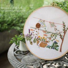 매미소리가 제법.. 오랜만에 맑은날씨.. 청소 좀 해야겠다.. #케이블루의사계절프랑스자수 . . .  #케이블루의프랑스자수 #케이블루도안#자수타그램 #자수 #embroidery #stitch #刺繍作家 #刺繍 #프랑스자수 #케이블루의자수 #케이블루 #刺繍教室 #ししゅう #프랑스자수 #자수그램 #needlework #손자수  #케이블루의동화같은프랑스자수 #케이블루의자수라이프 #needlepoint #핸드메이드 #취미 #취미스타그램 #프랑스자수작가 #요술나무 #무단도용말아주세요 #출처표기부탁요 #상업적이용은금합니다🤚🏻😾 www.케이블루의자수.com