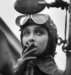World War II WASP pilot of the and … – SmokeyShirley Slade, World War II WASP pilot of the and … – Smokey Mais de 100 Desenhos para Tatuagens Realistas Vintage Photography, Portrait Photography, Female Pilot, Military Women, Women Smoking, Women In History, Foto E Video, Black And White Photography, Pinup