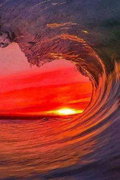 A imagem pode conter: oceano, água, céu, atividades ao ar livre e natureza