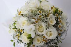 Biela romantická svadobná kytica z ruží