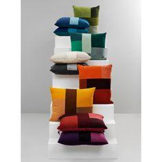Normann Copenhagen Brick kussen. Lapjes stof en verschillende tinten en materialen. Dat maakt dit kussen uniek! #Normanncopenhagen #kussen #design #Flinders