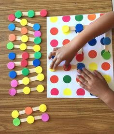 Color dots links Logic game - Attn: the photo shows a prototype, there is no cut off on final product and it comes with 20 tri - Montessori Activities, Preschool Learning, Infant Activities, Preschool Crafts, Learning Activities, Preschool Activities, Teaching Kids, Montessori Materials, Kids Crafts