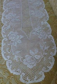 This Pin was discovered by Kar Crochet Edging Patterns, Crochet Diagram, Filet Crochet, Knitting Patterns Free, Crochet Books, Crochet Art, Crochet Home, Crochet Placemats, Crochet Table Runner