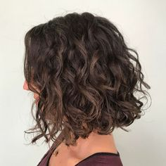 Collarbone Curly Brown Bob bob frisuren 65 Different Versions of Curly Bob Hairstyle Wavy Bob Haircuts, Curly Bob Hairstyles, Curly Hair Styles, Modern Hairstyles, Relaxed Hairstyles, Natural Hairstyles, Naturally Curly Haircuts, Curly Hair Bob Haircut, Asian Hairstyles