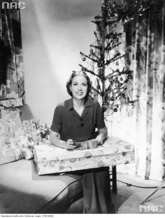 Christmas time. Eleanor Powell, 1937    NAC