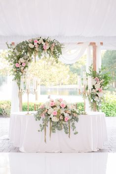 Gorgeous sweetheart table for a summer wedding. Planning an elegnant summer wedding? See more inspiration here! Mod Wedding, Green Wedding, Spring Wedding, Elegant Wedding, Floral Wedding, Perfect Wedding, Wedding Bouquets, Wedding Flowers, Wedding White
